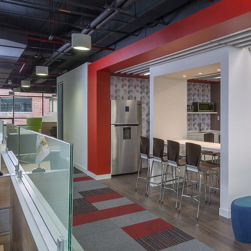 Diseño de interiores oficinas Zebra en Bogotá, Colombia.